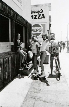 Amazing Black and White Photos Capture SoCal's Skate, Beach and Punk Scenes From Between the Late and Early ~ vintage everyday Eleven Paris, Vintage Photography, Street Photography, Old Photos, Vintage Photos, Trailer Park, Mode Hippie, Black White, Retro Aesthetic
