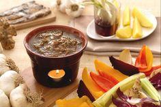 La bagna caoda è una tipica preparazione Piemontese utilizzata come intingolo per le verdure della stagione autunnale.