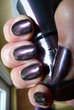 Basecolor: Essie 'millionails' Basecoat: Essence color & go, Nr. 172 'chic reloaded' Topcoat: Seche Vite