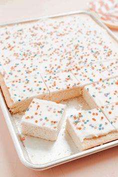 Cute Desserts, Delicious Desserts, Dessert Recipes, Yummy Food, Yummy Treats, Sweet Treats, Food Goals, Aesthetic Food, C'est Bon