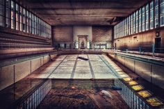 Abandonned swimming pool (in Dresden?) [by *illpadrino]