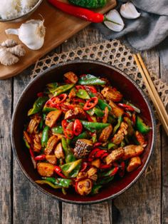 This spicy king oyster mushroom stir-fry recipe is incredibly tasty and also completely vegan. All you need is 8 ingredients and 20 minutes to make it! Stir Fry Vegan, All You Need Is, Mushroom Stir Fry, Wok Of Life, Chinese Stir Fry, Asian Recipes, Ethnic Recipes, Sushi Recipes, Asian Foods