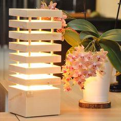 Die Holzglanz Zirbenlampen, im schlichten eleganten Design, wurden entwickelt, um nicht nur eine angenehme Atmosphäre, sondern auch um ein wohltuendes Wohnklima zu schaffen. Bereits die geringe Wärmeabgabe des Leuchtköpers reicht aus, damit das Zirbenholz seinen angenehmen und beruhigenden Duft freigibt. Ein elegantes zeitloses Design, passend für jeden Raum. Ein absoluter Hingucker für jedermann.  Netzbetrieben mit einem wechselbaren LED Spot (230V) Gefertigt in reiner Handarbeit in… Led Spots, Table Lamp, Lighting, Paper, Design, Home Decor, Environment, Light In The Dark, Bedside Lamp