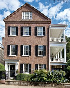 The Kohne-Leslie House, ca. is one of the finest Greek Revival residences in the Ansonborough neighborhood of Charleston. Photography by Rick McKee. Charleston Style, Charleston Homes, Charleston Gardens, Southern Homes, Southern Style, Greek Revival Home, Beautiful Architecture, Historic Architecture, Street House