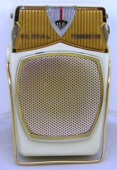 A vintage Global model GR-711 transistor radio, made in Japan.