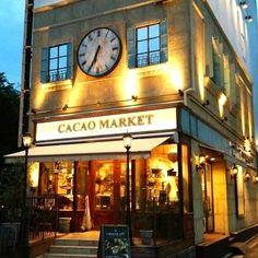 こちらは、マリベルのキッチンをイメージした「カカオマーケット」。量り売りの商品がメイン。店内にあるチョコレートファウンテンはチョコ好きでなくても引き寄せられてしまいそう。
