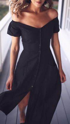 off shoulder dress // buttons // black simple chic style Look Fashion, Fashion Beauty, Fashion Outfits, Womens Fashion, Dress Fashion, Nyc Fashion, Fashion Clothes, Summer Outfits, Cute Outfits