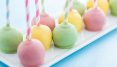 Create a rainbow of icing and cake colours from soft pastels to vivid brights with Queen Food Colour Gels and Liquids. Here are the recipes for our favourite colours along withour tips for achieving perfect results. Happy mixing!