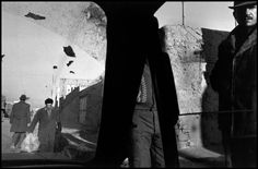 Gilles Peress IRAN. Tabriz. 1979. Bazaar, seen from a taxi.