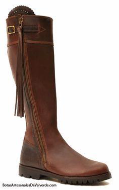 """Hoy me gustaría hablaros de las botas """" Valverde del Camino """".Un calzado de piel cómodo, flexible, resistente y de calidad, que mantiene u..."""