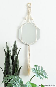 how to make a macrame mirror wall hanger, boho macrame mirror Looking for an easy starter macrame project? Then this stylish DIY Bohemian Macrame Mirror Wall Hanging is a great place to start. Just a couple of kn Diy Macrame Wall Hanging, Diy Hanging Shelves, Macrame Design Mirror, Macrame Projects, Craft Projects, Project Ideas, Diy Earrings Making, Simple Wall Art, Easy Wall