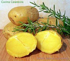 Patate lesse al microonde una ricetta pratica e veloce per avere delle patate cotte a puntino e pronte per utilizzarle per gateau di patate o altre ricette