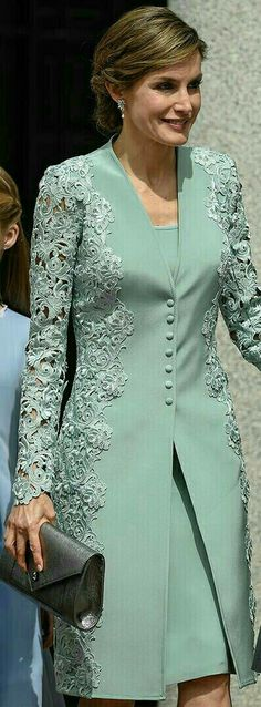 "Queen Letizia - mint green embroidered lace coat and dress by Felipe Varela - pewter Felipe Varela clutch - Magrit 'Barbara' clutch ""Mother of bride outfit Trendy Dresses, Elegant Dresses, Formal Dresses, Bride Dresses, Hijab Fashion, Fashion Dresses, Dress Outfits, Dress Up, Dress Lace"