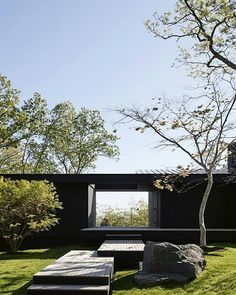 modern house open to the outside Beautiful Architecture, Contemporary Architecture, Residential Architecture, Interior Architecture, Exterior Design, Interior And Exterior, Inspiration Design, Black House, Landscape Design