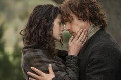 Still of Jamie & Claire, notice her wedding ring.