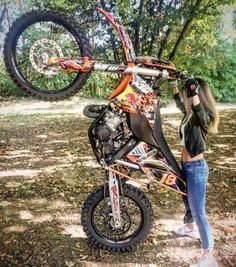 """Girl makes a standing superman trick on KTM on the ground """"FMX"""" Scooter Motorcycle, Motorcycle Outfit, Lady Biker, Biker Girl, Supermoto Racing, Motocross Girls, Dirt Bike Girl, Harley Davidson, Dirtbikes"""