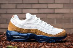 Here is a look at Nike Sportswear's latest Air Max 95 release. Part of the label's autumn collection, the sneaker takes on a seasonal look that starts on a Air Max 95, Nike Air Max, Reebok, Nba, Sneaker Magazine, Buy Shoes Online, Nike Air Huarache, Adidas, Air Max Sneakers