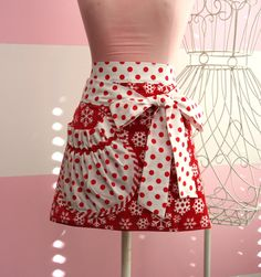 Christmas Apron - Red and White Christmas Snowflake Apron - Red and White Towel Apron Christmas Aprons, Christmas Sewing, Towel Apron, Cool Aprons, Sewing Aprons, Half Apron, Kitchen Aprons, Aprons Vintage, Red And White