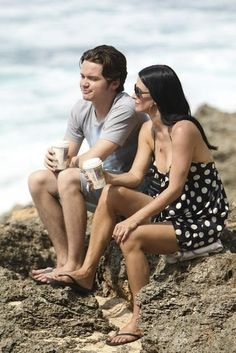 Courteney Cox and Dan Byrd in Cougar Town.