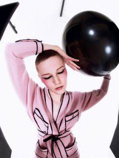 "Duchess Dior: ""Bubble Gum Punk"" ELLE UK April 2021 Happy Coffee, Punk Princess, Bubble Gum, Foto E Video, Pretty In Pink, Editorial Fashion, Dior, Fashion Photography, Bubbles"