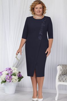 New Ideas for embroidery fashion clothing gowns Formal Dresses With Sleeves, Plus Size Dresses, Indian Designer Outfits, Designer Dresses, Old Lady Dress, High Tea Dress, Dress Outfits, Fashion Outfits, Robes Midi