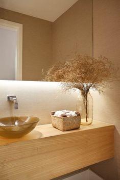 Cuba de vidro: 70 ideias para impressionar com a beleza da transparência – Tua Casa Bath Or Shower, Shower Time, Simple Bathroom, Modern Bathroom, Bathroom Showrooms, Led, Amazing Bathrooms, Modern Interior Design, Bathroom Accessories