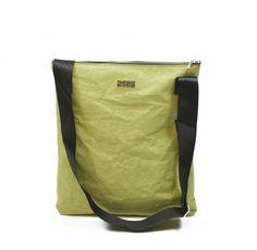 La borsa ecologica 959 model 35.40J fa parte della nuova collezione ecofashion 959 Basic Collection, di borse ecosostenibili realizzate con cinture di sicurezza riciclate e Jacroki.