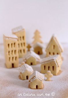 Il villaggio di Natale in biscotto The Christmas Village in Biscuit – In the Kitchen with Me Christmas Cake Designs, Christmas Sweets, Christmas Cooking, Xmas Cookies, Cupcake Cookies, Biscotti Cookies, Food Humor, Sweets Recipes, Chocolate Cookies