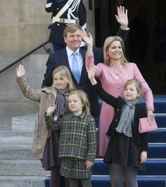 King Willem Alexander ,Queen Maxima and their daughters leave the Royal Palace after having brunch with other guests in Amsterdam