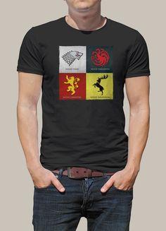 T-shirt imprimé de la série événement depuis 2011 ! Vous êtes fan de Game Of Thrones comme plus que 10 millions en moyenne, alors ce t-shirt disposant des 4 maisons principales de la série, vous plaira ! En attendant la dernière saison et la fin tant attendue, qui s'emparera du trône de fer ?