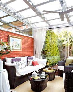 Cerramientos de quita y pon, porches acristalados, paneles correderos. Mira las opciones para disfrutar el año entero de las terrazas.