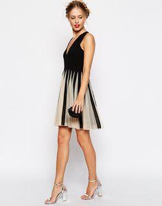 Imagem 4 de ASOS malha Inserir Fit e reflexos Pescoço V mini vestido