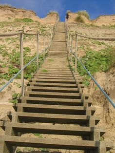 Danmark, Lonstrup, strairs to the beach