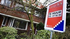 AMSTERDAM Honderdduizenden huurders krijgen mogelijk hun geld terug vanwege een onterechte huurverhoging. De Belastingdienst heeft namelijk jarenlang gegevens van huurders doorgespeeld aan verhuurders, terwijl dat volgens de Woonbond niet mag. Dat meldt RTL Z.