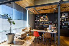 Algunas piezas de mobiliario incluyen la Spun Chair de Herman Miller o el Eames Bird. | Galería de fotos 9 de 11 | AD MX