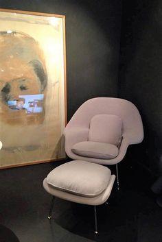 Fauteuil et repose pieds Womb Relax – KNOLL Design Eero Saarinen, 1946 Dim : 105xP94xH92cm  Structure chrome - Tissu Alpaca cat. C Prix : 3 744€ TTC + 1 380€
