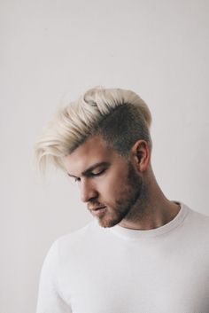 Men Blonde Highlights, Mens Hairstyles Blonde, Hairstyles Haircuts, Latest Hairstyles, Mens Platinum Hair, Blonde Guys, Men Blonde Hair, Bleached Hair Men, Dyed Hair Men