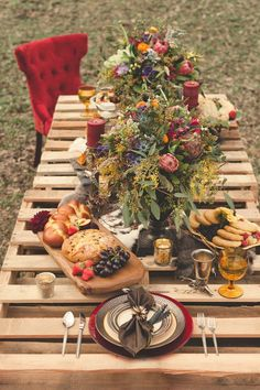 Country ~ pretty table decor / setting  ~ looks like pallets?