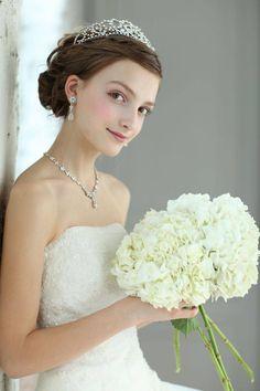 結婚式の参考に☆花嫁をもっと美しく見せてくれるヘアスタイル5選 | lovemo(ラブモ):ママ&プレママ向け情報メディア