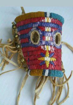 Quill horse mask Native American Horses, Native American Warrior, Native American Design, American Indians, Horse Mask, Horse Gear, Native Beadwork, Horse Stuff, Saddles