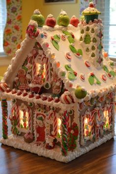 Totally Adorable Christmas Gingerbread House Decoration Ideas28