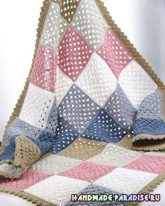 Детский плед и подушка крючком связаны квадратными мотивами столбиками с накидом с использованием разноцветной акриловой пряжи