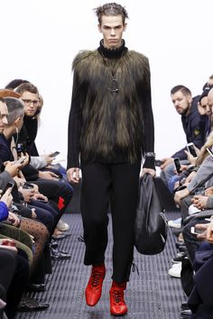 J.W.Anderson Fall 2016 Menswear Fashion Show