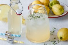 7 SNADNÝCH DOMÁCÍCH SIRUPŮ A LIKÉRŮ Cocktails, Drinks, Sangria, Glass Of Milk, Sweet Tooth, Smoothie, Food And Drink, Table Decorations, Recipes