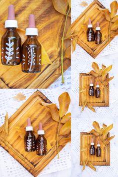 Jugando con las hojas del árbol, una tablita de madera y dos goteros de vaya a saber qué, que los encontré por ahí. Wine Rack, Bottle, Rose, Home Decor, Wooden Boards, Photoshoot Style, Leaves, Homemade Home Decor, Bottle Rack