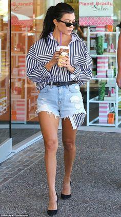 shorts shirt stripes striped shirt pumps kourtney kardashian denim shorts streetstyle Source by straightastyle Shorts Kourtney Kardashian, Estilo Kardashian, Kardashian Style, Sexy Outfits, Casual Outfits, Cute Outfits, Fashion Outfits, Cuba Fashion, Style Fashion
