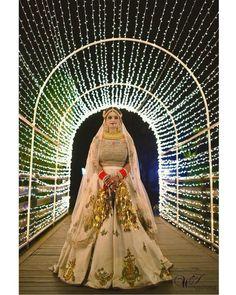 Fresh and Some Trendy Bridal Lehenga Ideas for this summer wedding season Latest Bridal Dresses, Indian Bridal Outfits, Bridal Poses, Bridal Portraits, Indian Wedding Poses, Indian Weddings, Bridal Photography, Couple Photography, Photography Poses