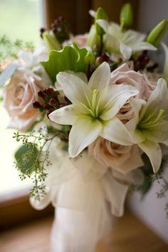 Pretty! #Minnesota #weddings #flowers #Minnesotaweddingphotographers http://www.bellagala.com/wedding-floral/index.html