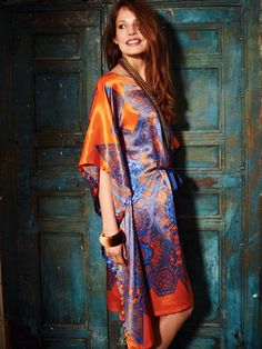 BurdaStyle pattern: Draft-it-yourself women's Caftan sewing pattern with instructions.    This silk printed caftan has an oval neckline and a petersham ribbon to tie the waist. Side seams prevent unwanted glimpses and make for a great shape.