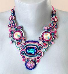 https://galerie.alittlemarket.com/galerie/product/505023/collier-collier-plastron-haute-couture-sout-20391663-img-6872-jpg-2eecc1-09f5c_570x0.jpg